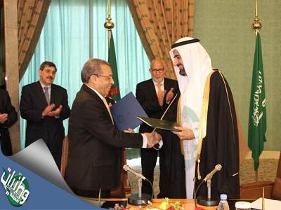 وزيرالتجارة والصناعة يوقع عقدشراكة مع التجارة الجزائرية