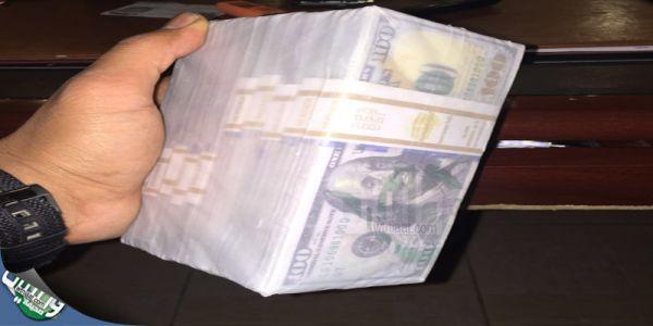 تحريات #جدة تضبط وافد أفريقي يُروج لدولارات مزيفة