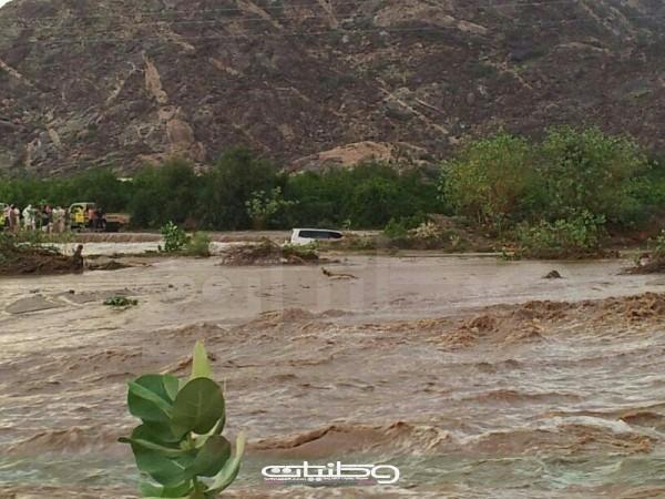 بلدية #بارق إلى متى وقرى وادي بقرة لأمطار تعزل قراها