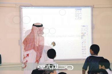 معلم بـ #عسير يتهم التعليم بالتراجع عن نقله و#تعليم_عسير أسم المعلم لم يظهر في حركة النقل