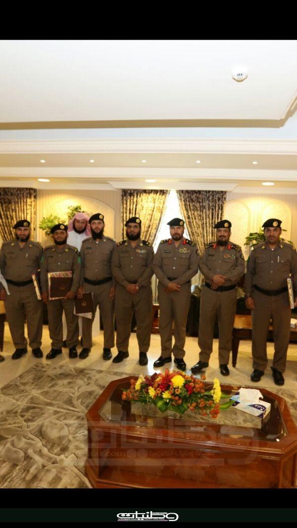 في برنامج تصحيح التلاوة مديرشرطة #مكة يُكرم عددً من منسوبي الشرطة