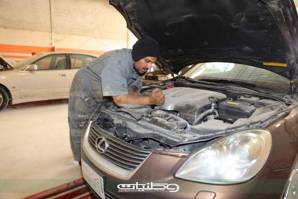 سعودي يتلقّى عرض عمل براتب مغري و هو مازال طالباَ ويحلم بتوطين القطاع