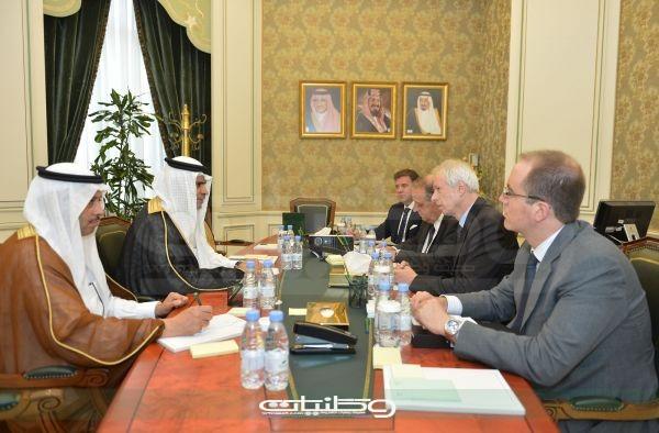 وزير #التعليم الدكتور أحمد العيسى يستقبل وزير الخارجية الكندي