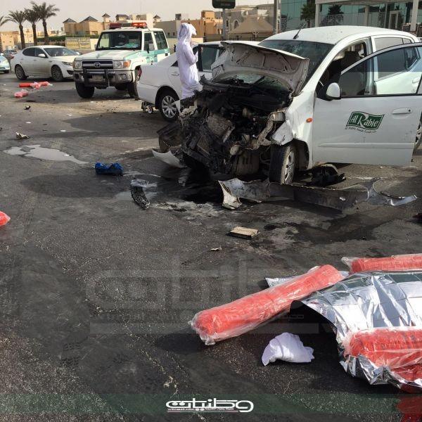 حادث الفجر - وفاة وإصابتين حرجة وأخرى طفيفة بحادث عائلة بطريق الملك فهد وسط الرياض