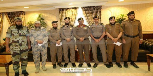 نيابة عن مُدير الأمن العام مدير شرطة #مكة يُكرم الفائزين في مسابقة الأمير نايف بن عبدالعزيز لحفظ القرآن الكريم