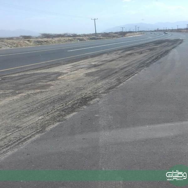 بلدية #بارق تتجاوب مع مانشرته وطنيات وتُصلح تموجات طريق #محايل #بارق