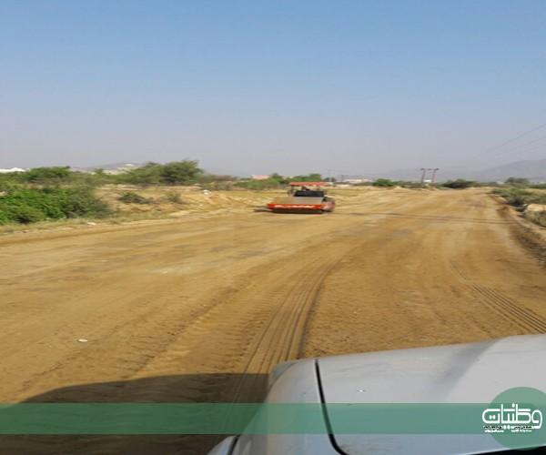زيارة الأمين تُعيد مُعدات بلدية #بارق إلى طريق الفرعة