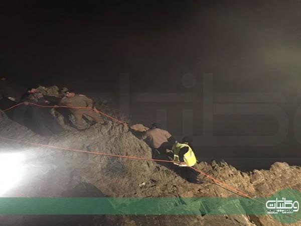 """مدني الباحة يُنقذ اربعيني سقط من علو منحدر بأصدار """"الجماجم """"في #المندق"""