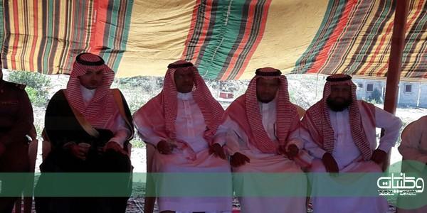 """رئيس مركز بحر أبوسكينه ينقل تعازي القيادة لأسرة االشهيد """" ال زياد """""""