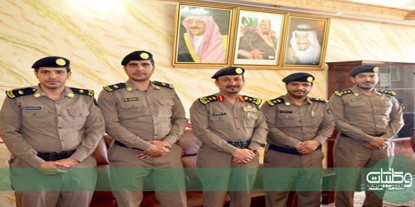 مُدير مدني #الباحة المُكلف يُقلد عدد من الضباط رتبهم الجديدة