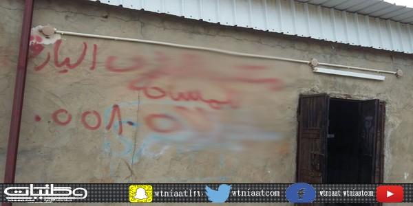 صاحب مكتب مساحة في #بارق يُشوه المنظر العام للدكاكين في سوق الأثنين: