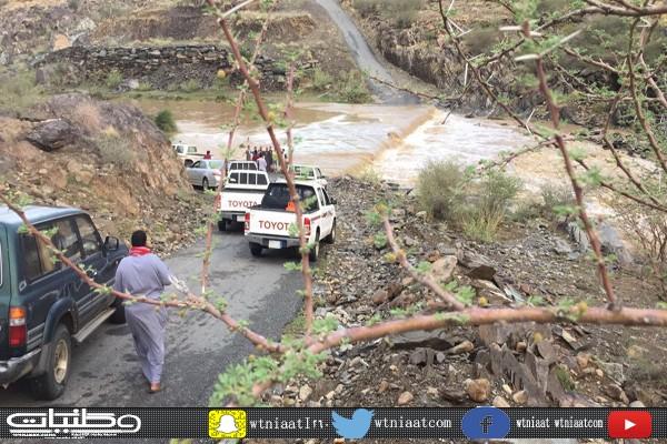 بالصور -الأمطار والسيول تعزل قُرى آل خليف والأهالي مُعناتنا مستمرة