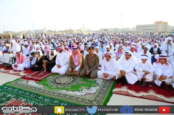 محافظ #البكيرية  يؤدي صلاة العيد ويستقبل المهنئين ويعايد المرضى