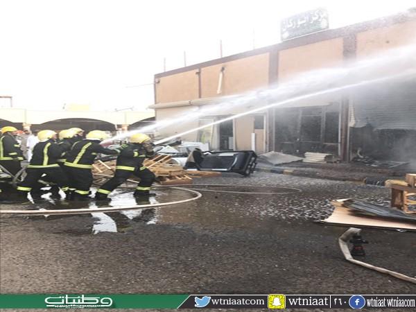 مدني #تبوك يُخمد حريق محلين تجاريين بحي الراجحي