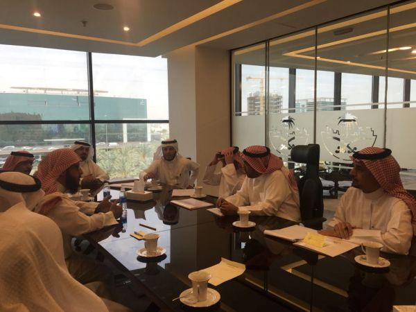 رئيس بلدية #النماص والمجلس البلدي يُناقشون عدداً من المشاريع الخدمية في #الرياض