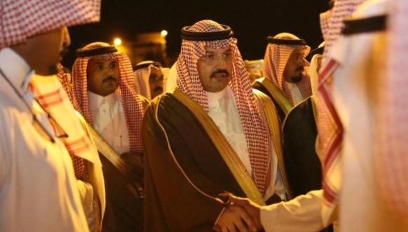 نائب أمير عسير يعزي ذوي الشهيدين ال ثالبه والعمري بمحافظة المجاردة