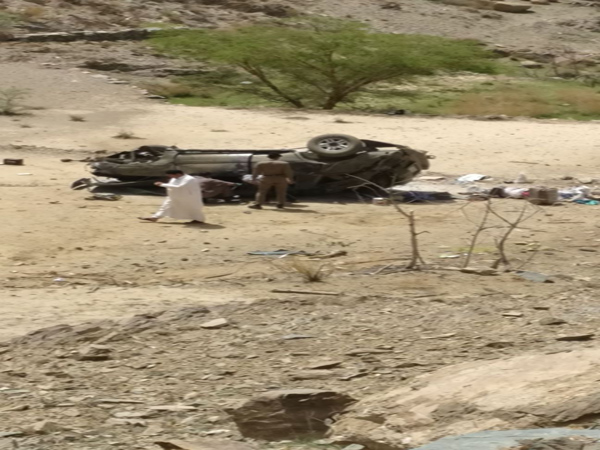 حادث سير بطريق اطاولة #الباحة يُخلف وفاة وإصابتين