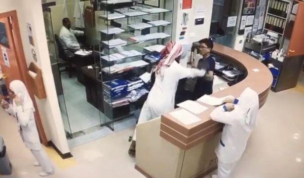 مواطن يطعن مُمرض أسيوي بمستشفى خاص في المدينة والجهات الأمنية توقع بالجاني