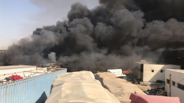 فيديو- الدفاع المدني يُسيطر على حريق بمنفذ البطحاء دون خسائر بشرية