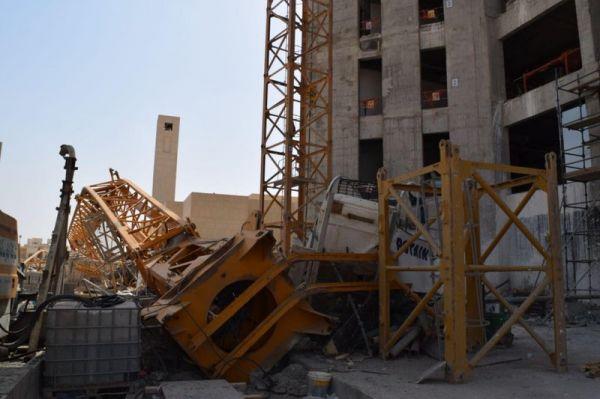 بالصور سقوط رافعة في الرياض ينتهي بوفاة مشغلها
