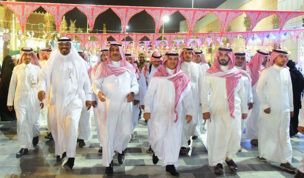 محافظ #عنيزة يزور مهرجان ليالي رمضان