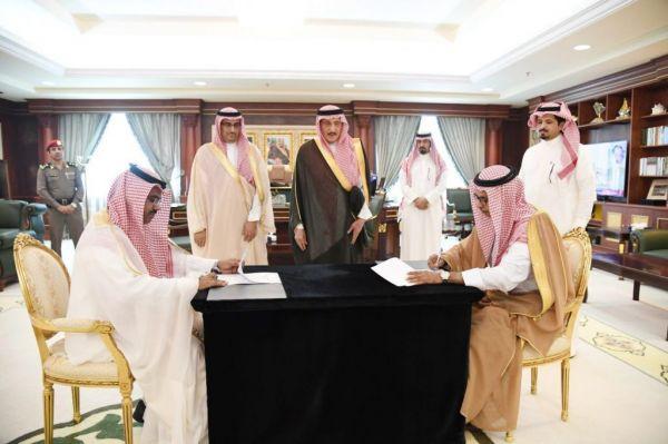 أمير جازان يرعى توقيع اتفاقية خدمات نزلاء مركز التأهيل الشامل. ودار الرعاية الاجتماعي