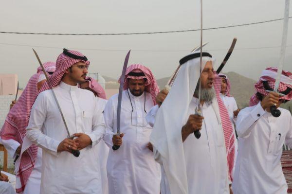 بقصائد تهنئة للقيادة وجنودنا البواسل..أهالي الغتامية يحتفلون بعيد الفطر