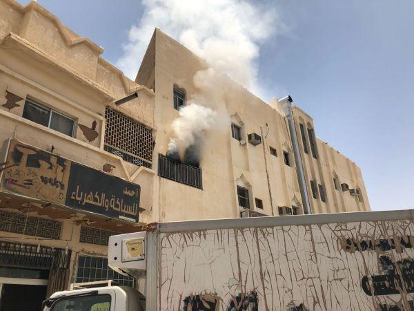 فرق مدني #بربدة تسيطر على حريق شقة سكنية بشارع الشهداء