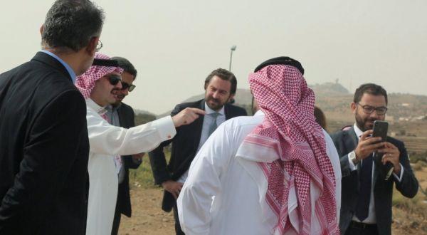 نائب أمير عسير يستعرض إمكانيات إنشاء مطارات في المحافظات ذات الكثافة السكانية