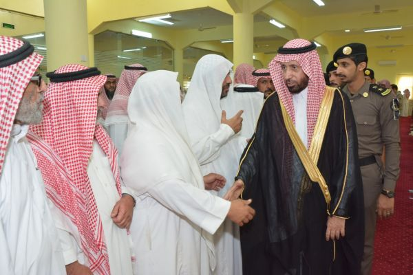 """وكيل محافظة #محايل يتقدم مشيعي وكيل الرقيب  """"الأحمري"""""""