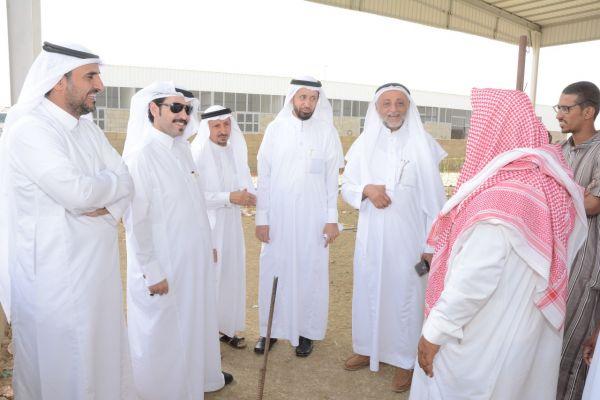 وكيل محافظة #محايل ورئيس البلدية يتفقدان سوق الماشية الجديد