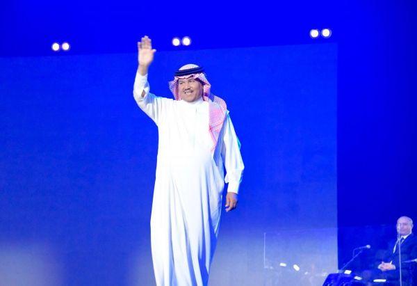 فنان العرب يطرب عشاقه ب ١٣ اغنيه وبحضور تجاوز 3000شخص