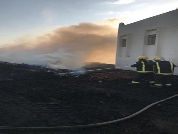 """مدني #أبها يُخمد حريق بفناء منزل قدرت مساحته بـ """"١٠×١٥م"""""""