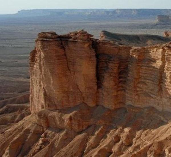 ولي العهد همة الشعب السعودي كجبل طويق تعرف على هذا الجبل