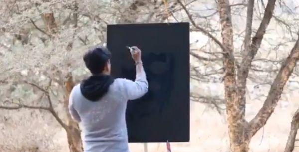شاهد - عامل هندي في #الباحة إبداع في الرسم بلا حدود