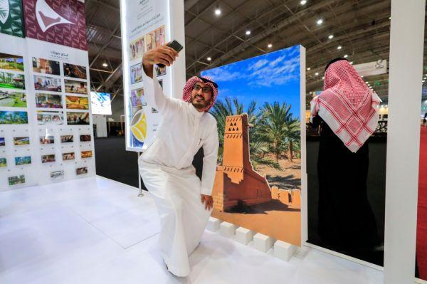 الصور السياحية والاكلات الشعبية -تغري زوار جناح القصيم في ملتقى الوان السعودية