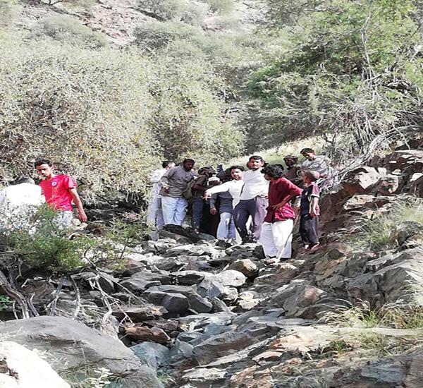 """سقوط شاب من علو منحدر بجبل """"القري """" في سعيد الصوالة بمُحافظة #محايل"""