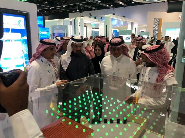 """الفالح والسلطان يزوران معرض """"السعودية للكهرباء"""" في أسبوع أبو ظبي للاستدامة"""