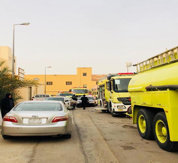 مدني #بريدة يُنقذ أم وأبنها إحتجزوا في حريق صالة منزل بحي الضاحي