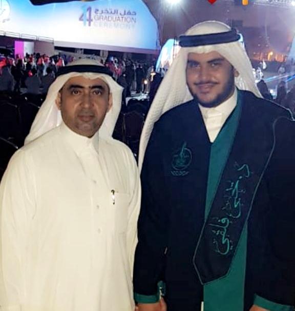 الفلقي يحتفي بتخرج ابنه يحيى طبيباً للأسنان من جامعة #جازان