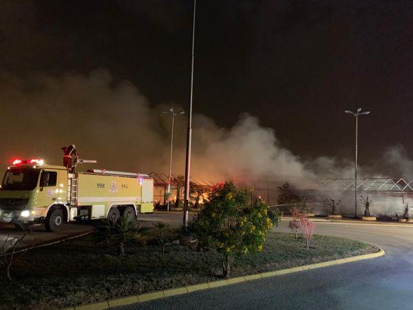 مدني #عنيزة يُخمد حريق (3) بيوت شعر بإستراحة مطل البلدية