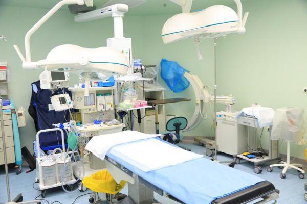 مستشفى الأسياح العام ينقذ حياة طفلة تعاني تجمع دموي في البطن