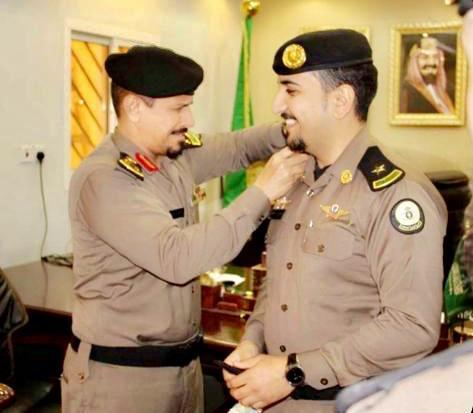 اللواء العتيبي يُقلد الملازم أول الشهري رتبتة الجديدة بسجون الجوف