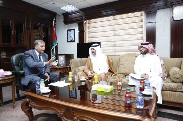 سفير المملكة لدى الأردن يلتقي وزير الصحة الأردني