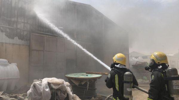 مدني #بريدة يُخمد حريق مستودع مبنى يتبع لمقاول مشروع صحي.