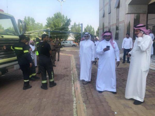 محافظ بارق يقف على حريق بمبنى بلدية #بارق والبلدية توضح الأسباب