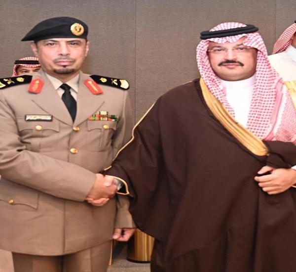 أمير عسير يُقلد نائب مدير شرطة المنطقة رتبته الجديدة