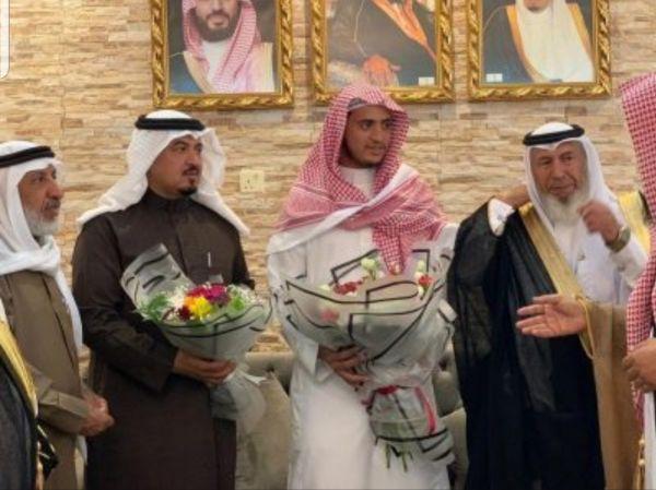 """""""آل رايزة"""" يصل مطار أبها حاملاً المركز الأول في المسابقة الدولية لحفظ القرآن"""