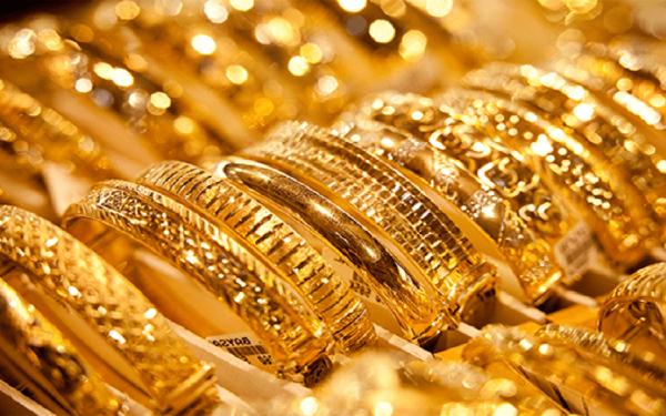 الذهب يهبط إلى 0.2 % في المعاملات الفورية