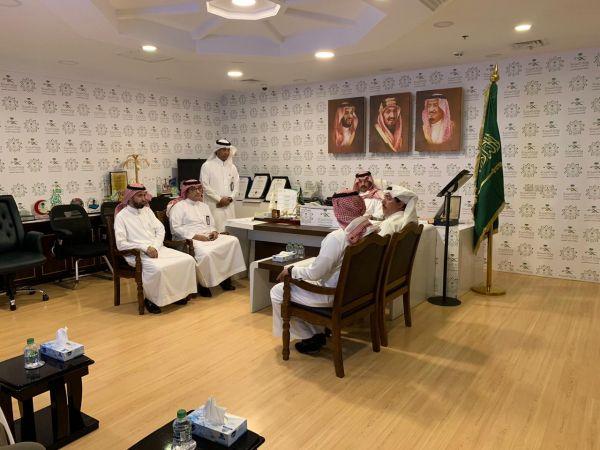 الأمير تركي بن طلال يزور مرضى التسمم الغذائي بمستشفى محايل عسير